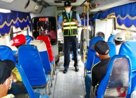 Pasajeros sin tapabocas serán bajados del bus
