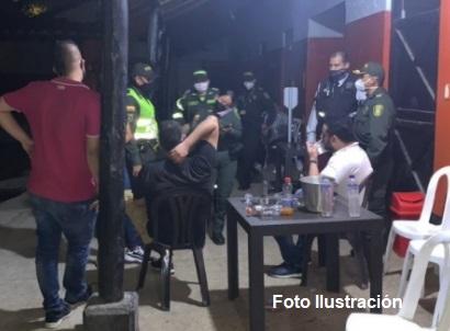 Licor y drogas en fiesta clandestina
