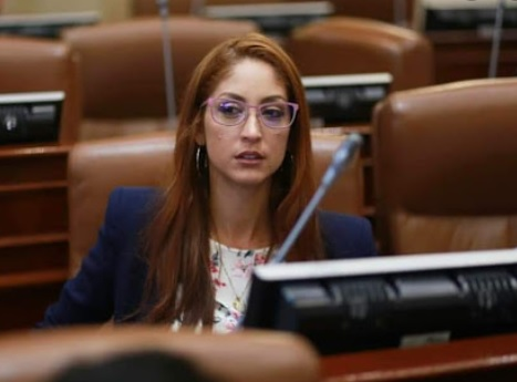 Jennifer Arias defendió el aumento de salario a congresistas
