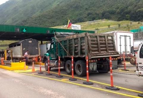 Camioneros pagarán los peajes con monedas de baja denominación
